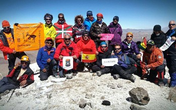 Cima en el volcán Akotango (Bolivia)