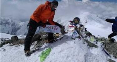 Fernando Latorre hace cima en el pico Lenin